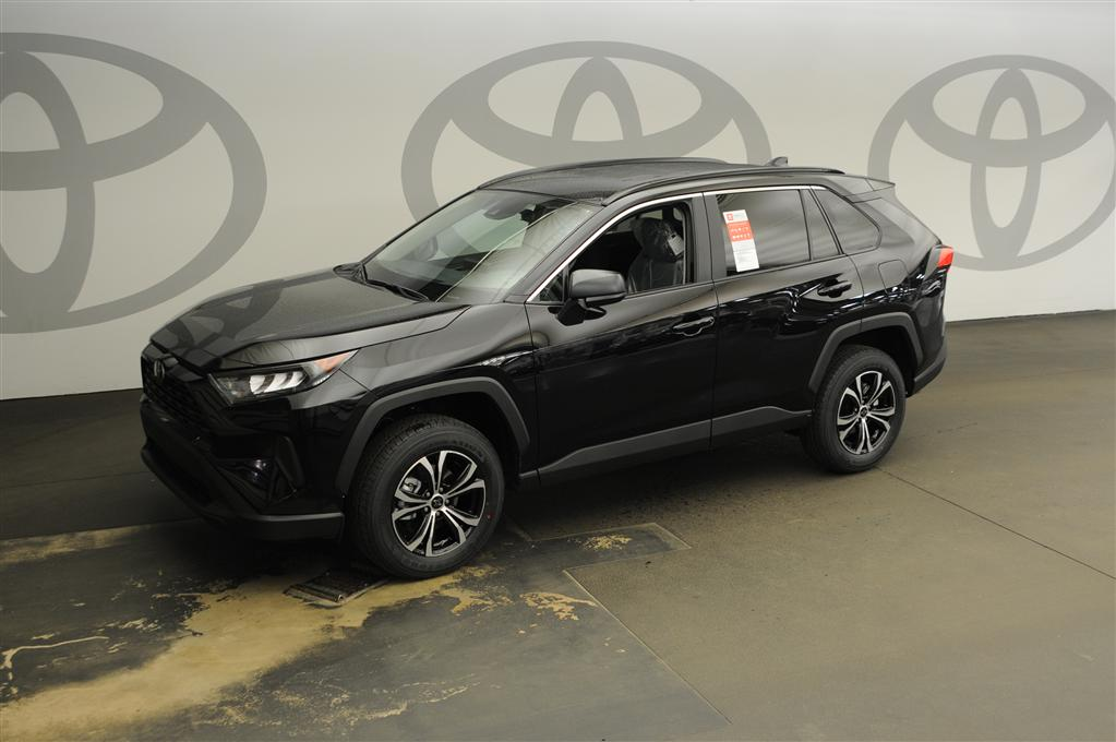 New 2020 Toyota RAV4 LE 2WD LE FWD SUV